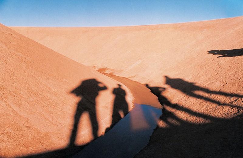 giantic-landscape-art-work-installation-in-egypet-desert (2)
