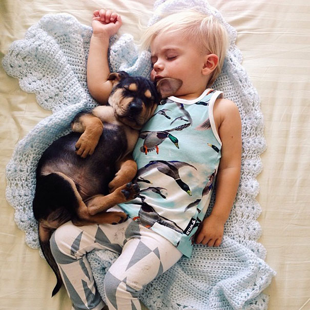 lovely-funny-cute-pictures-toddler-sleeping-with-puppy-dog (2)