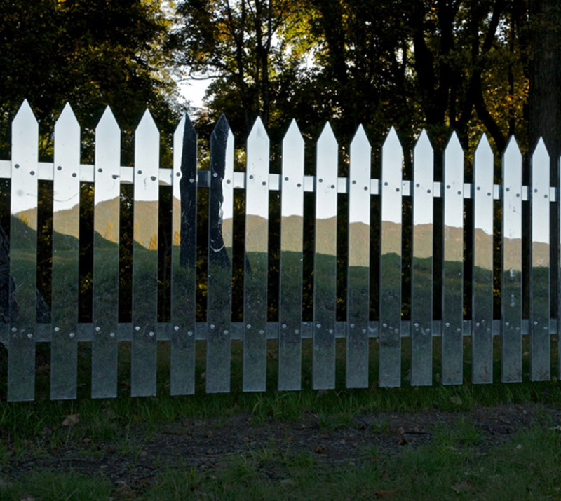 beautiful-mirror-picket-fence-innovative-design-ideas