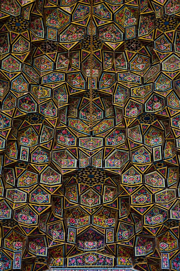 stunning-gorgeous-majestic-nasir-al-mulk-mosque-shiraz-iran (1)