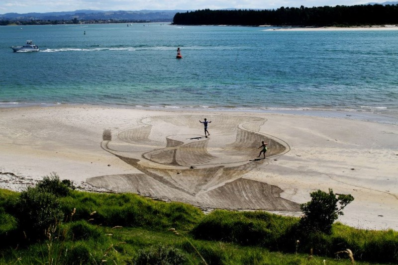 beautiful-cool-3D-sand-art-beach-drawings (4)