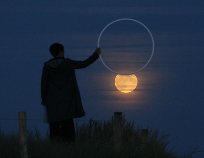 funny-interesting-creative-playful-imaginative-moon-pictures (10)