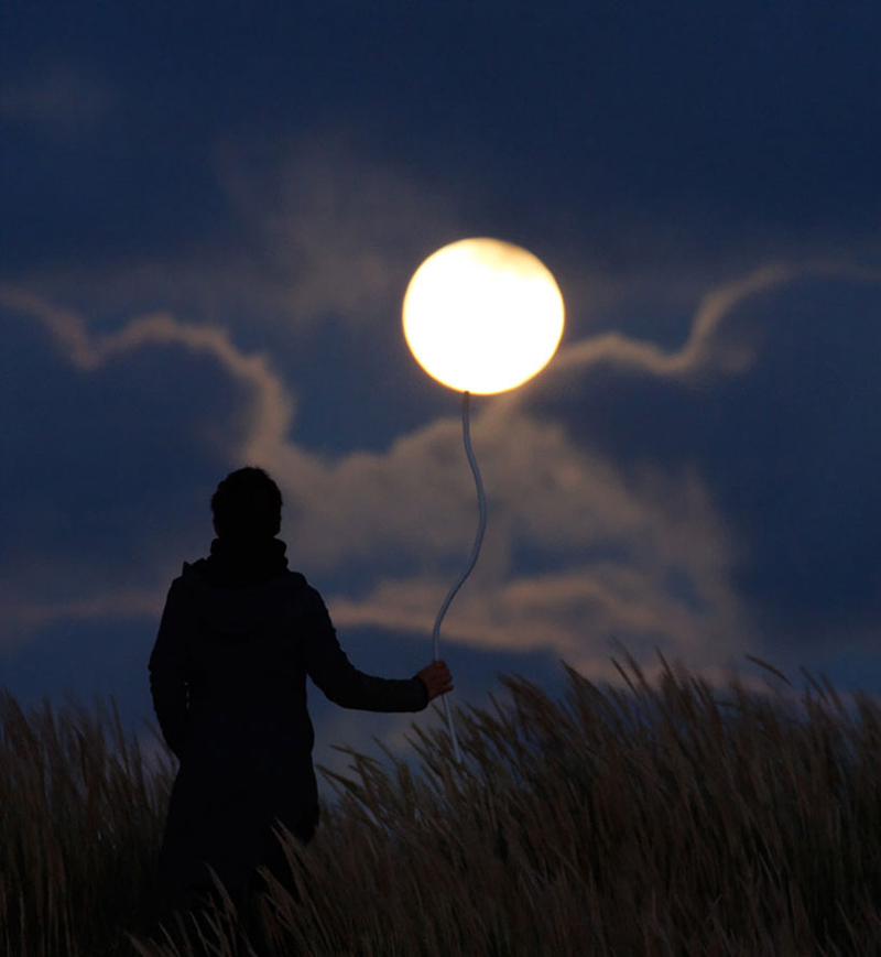 funny-interesting-creative-playful-imaginative-moon-pictures (2)