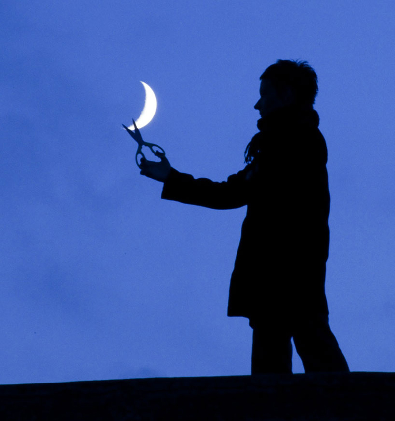 funny-interesting-creative-playful-imaginative-moon-pictures (6)