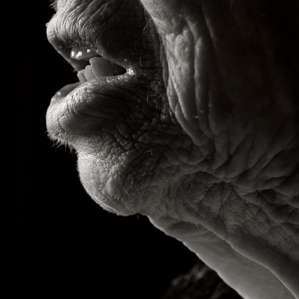 human-body-beauty-old-people-photography-black-and-white-pictures (3)
