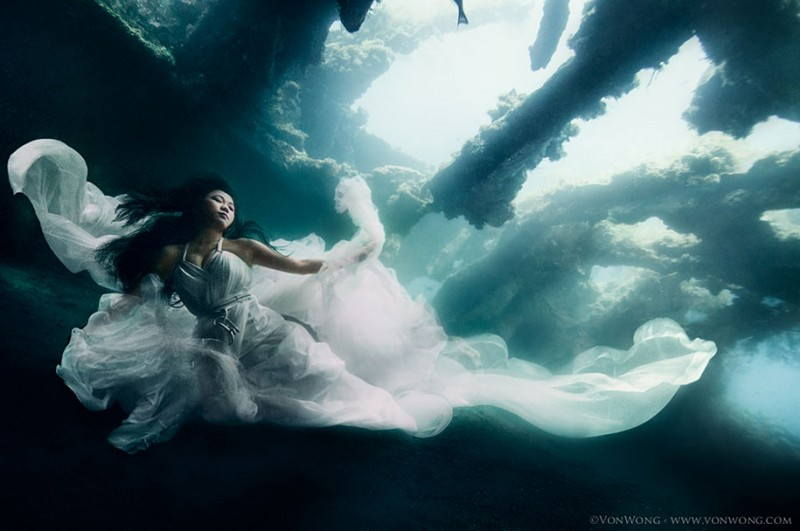 amazing-breathtaking-underwater-photography-mermaid-shipwreck-bali (5)