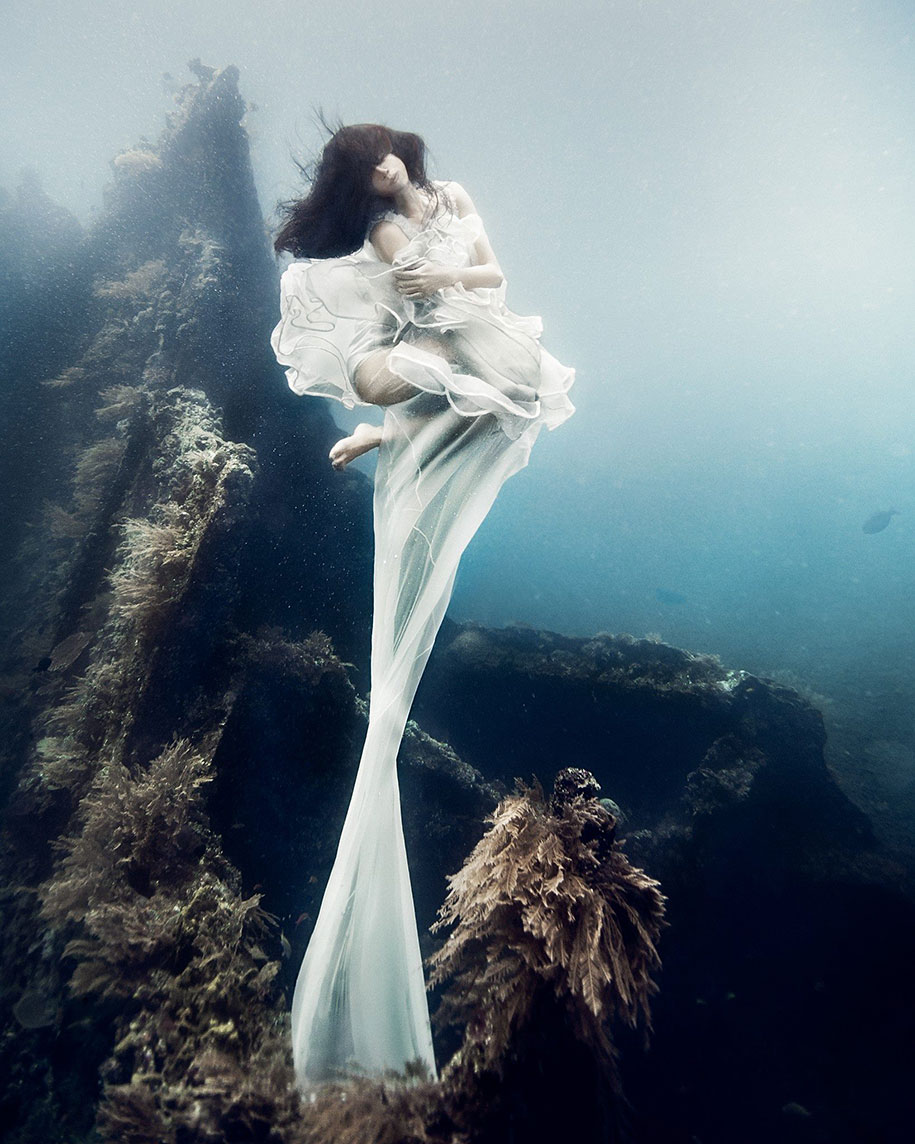 Stunning Beautiful 25 Meters Underwater Photographs By