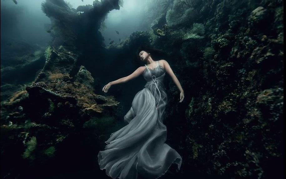 underwater bali wong von benjamin stunning shipwreck breathtaking photographs mermaid amazing meters models mermaids photoshoot shoot photographer water portraits vuing