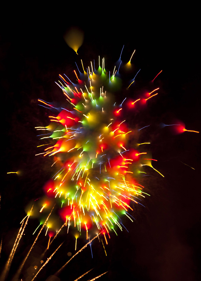 gorgeous-stunning-firework-long-exposure-pictures (2)