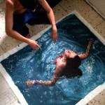 Incredibly-Realistic-Lifelike-Paintings-swimming-people-water