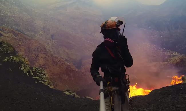 amazing-volcano-crater-lava (2)