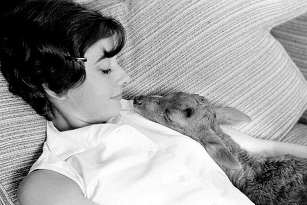 audrey-hepburn-rare-black-and-white-photos (2)