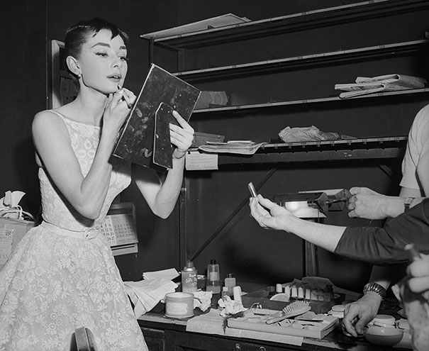 audrey-hepburn-rare-black-and-white-photos (6)