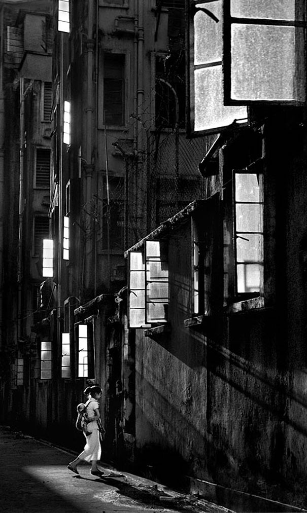 old-hong-kong-black-and-white-street-photography-pictures (13)