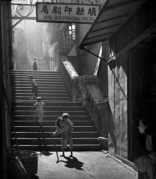 old-hong-kong-black-and-white-street-photography-pictures (16)