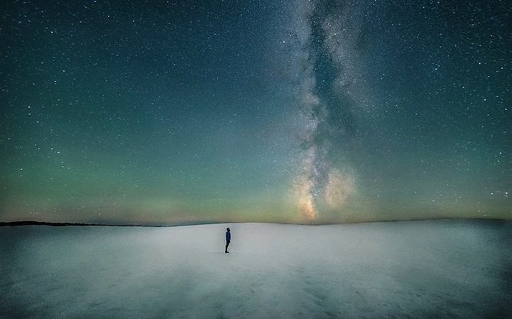 Astronomy-photographer-competition-star-sky-galaxy-spectacles (11)