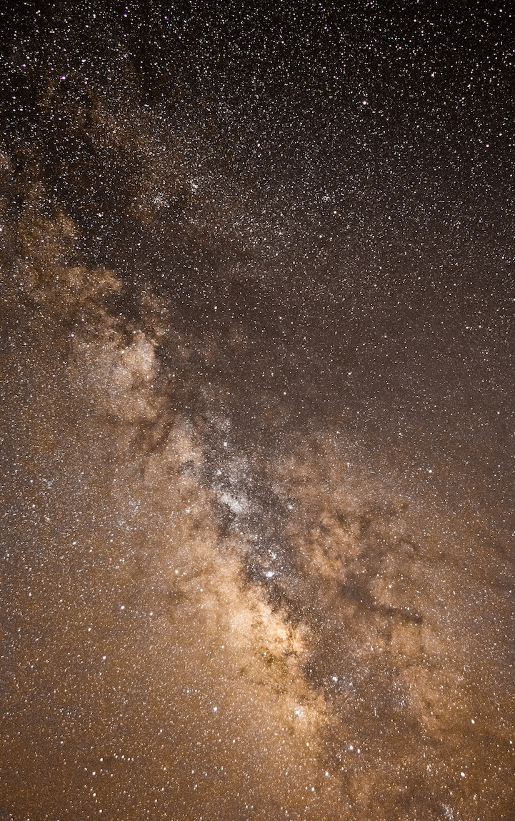Astronomy-photographer-competition-star-sky-galaxy-spectacles (8)