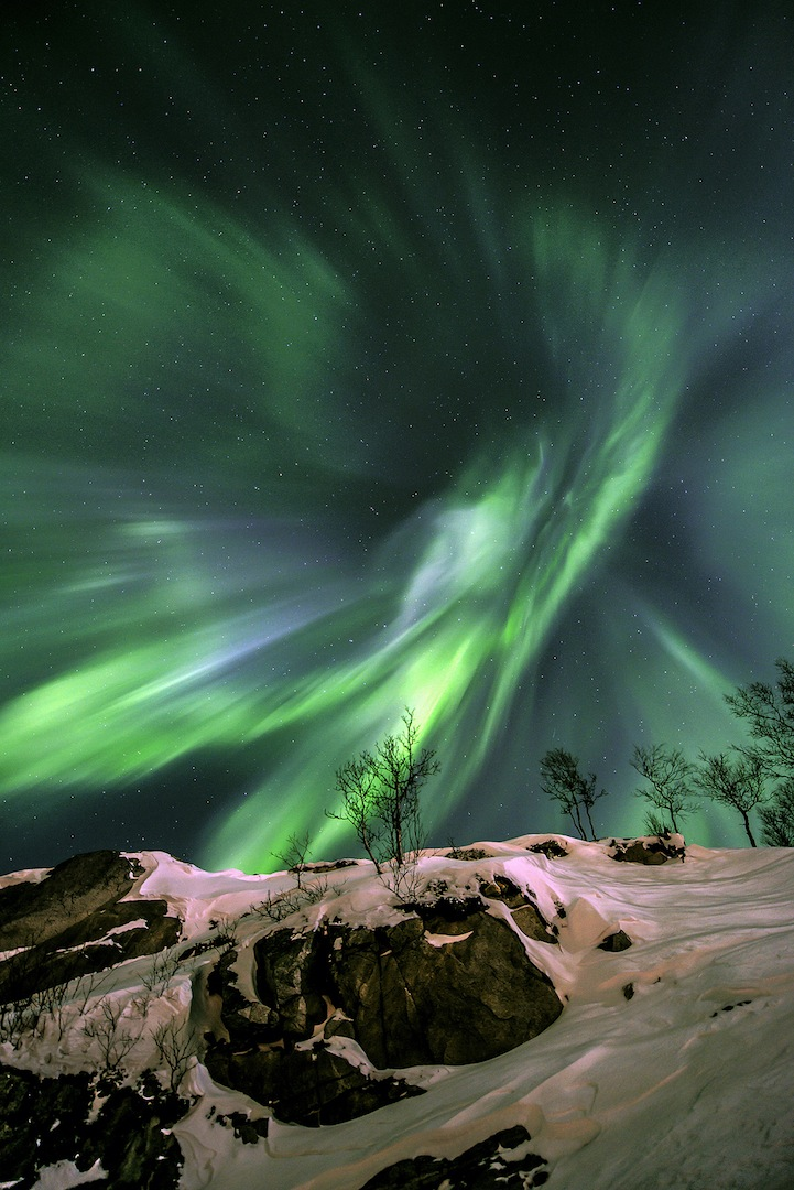 Astronomy-photographer-competition-star-sky-galaxy-spectacles