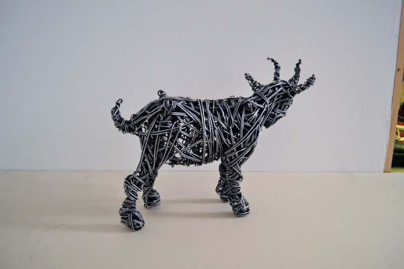 metal-wire-sculpture-human-shapes (5)