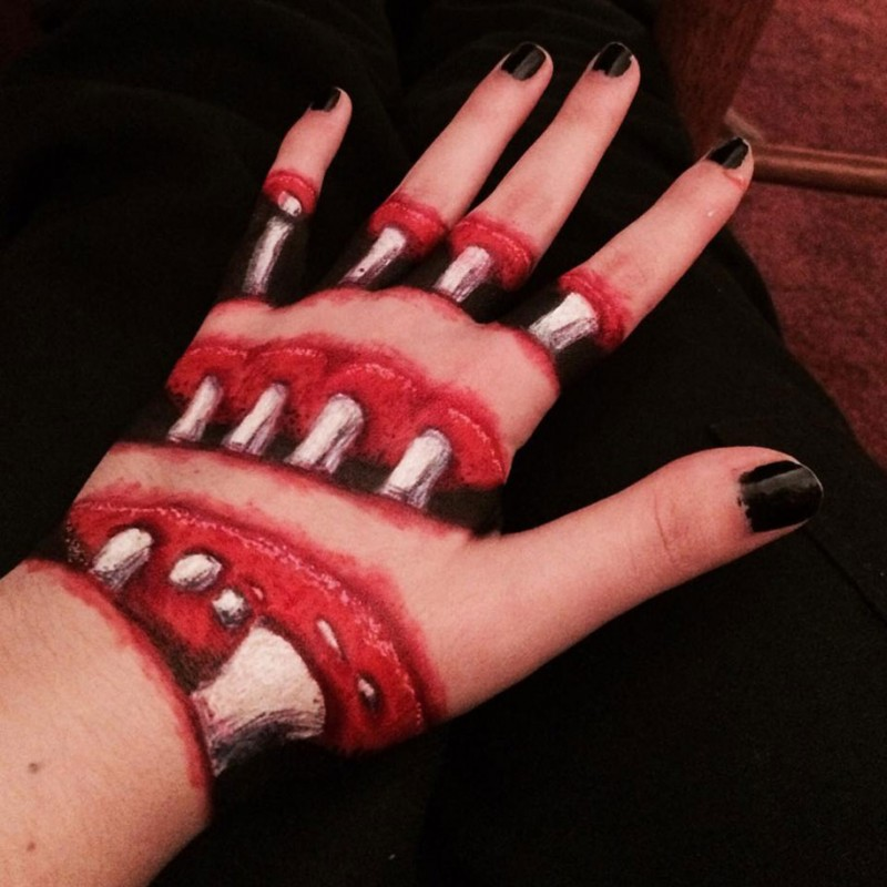 odd-creepy-weird-body-art-sliced-up-hand-bones-showing (1)