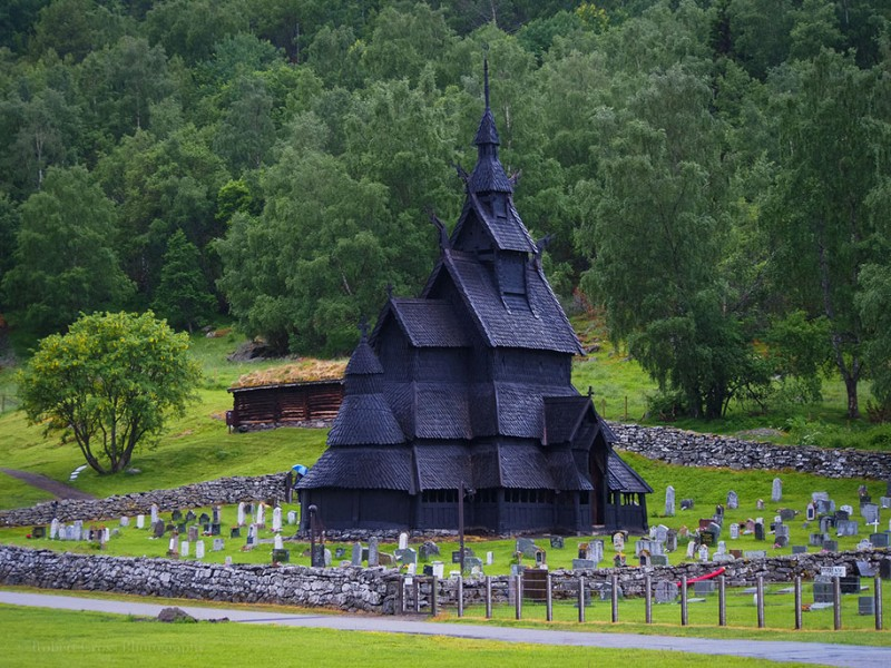 Traditional-Norwegian-architecture-fairy-tale-wooden-houses-Europe-style-buildings (20)