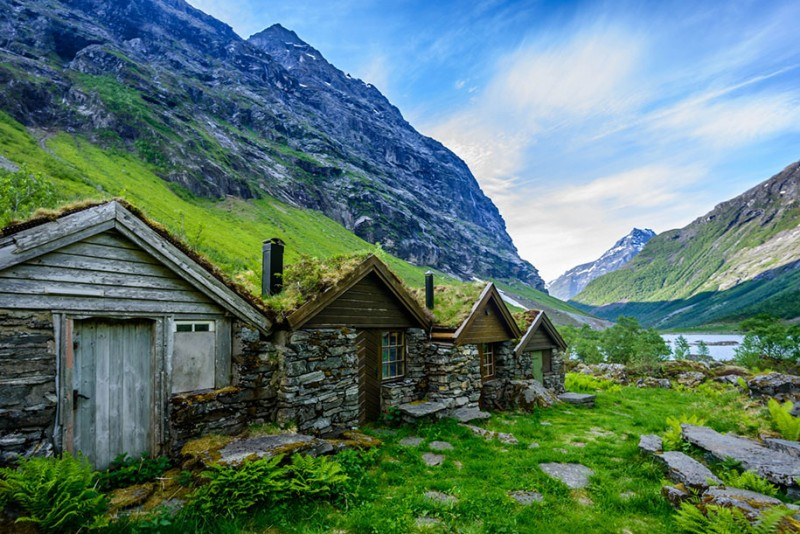 Traditional-Norwegian-architecture-fairy-tale-wooden-houses-Europe-style-buildings (6)