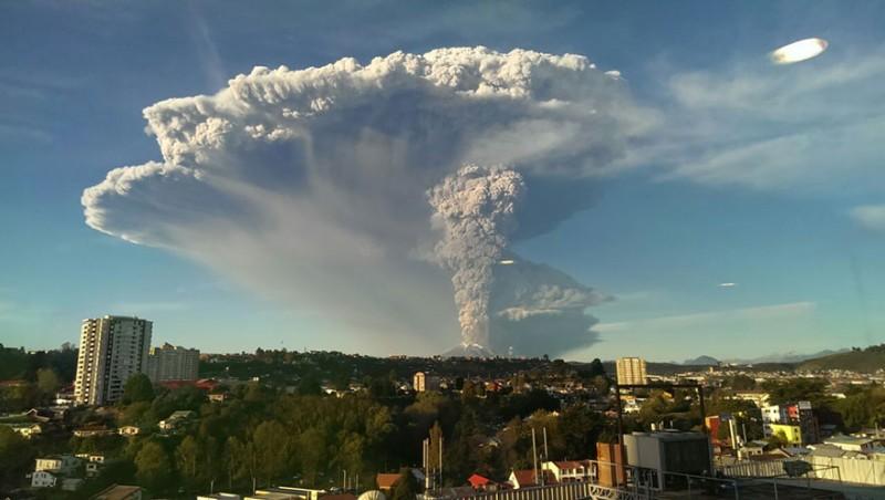 breathtaking-volcano-eruption-calbuco-chile-photo