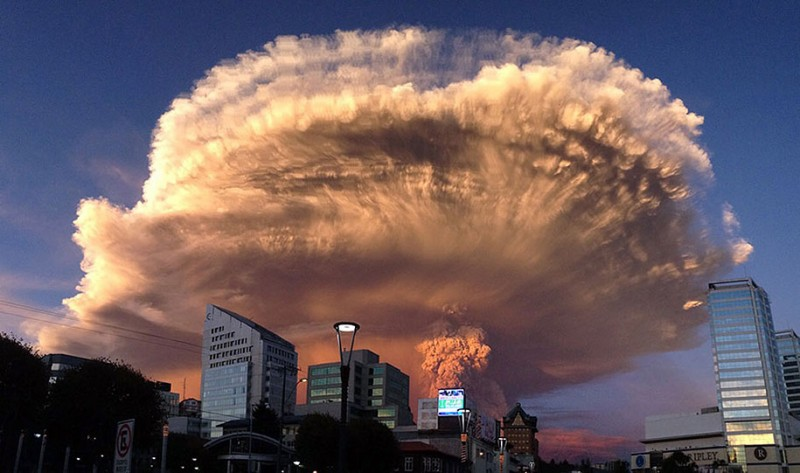 stunning-beautiful-spectacular-volcano-eruption-pictures-calbuco-chile (1)