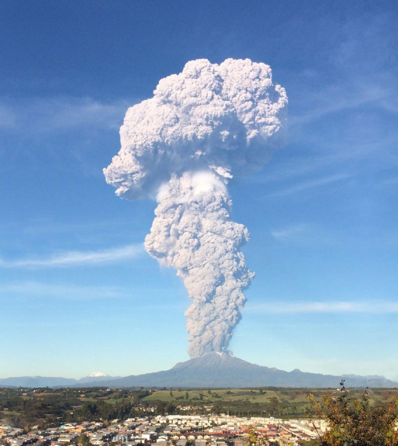 stunning-beautiful-spectacular-volcano-eruption-pictures-calbuco-chile (10)