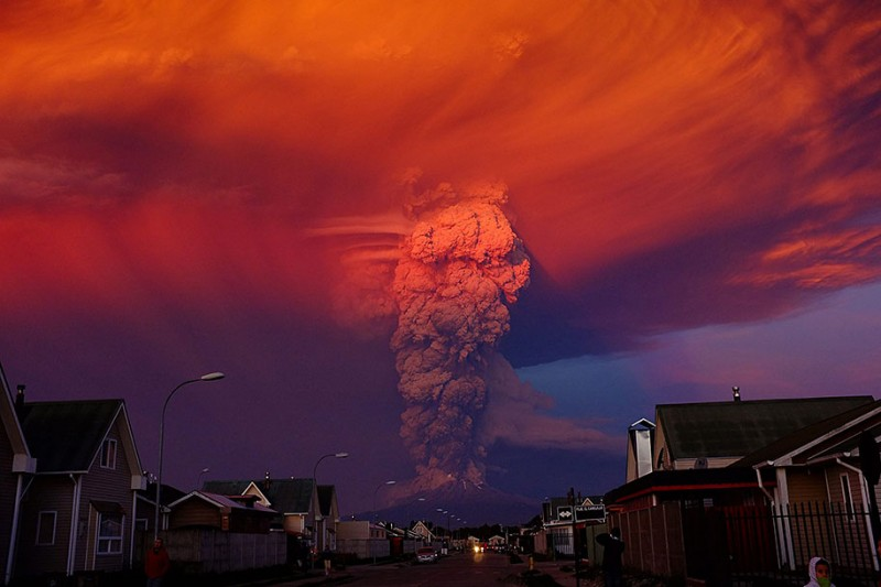 stunning-beautiful-spectacular-volcano-eruption-pictures-calbuco-chile (6)
