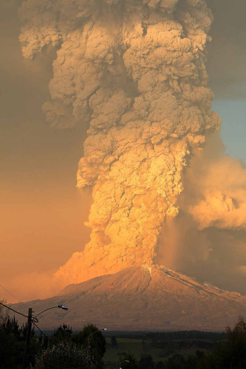 stunning-beautiful-spectacular-volcano-eruption-pictures-calbuco-chile (7)