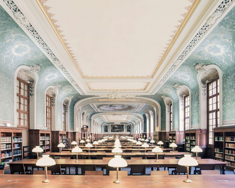 collection-worlds-most-beautiful-majestitc-libraries-photo-series (1)