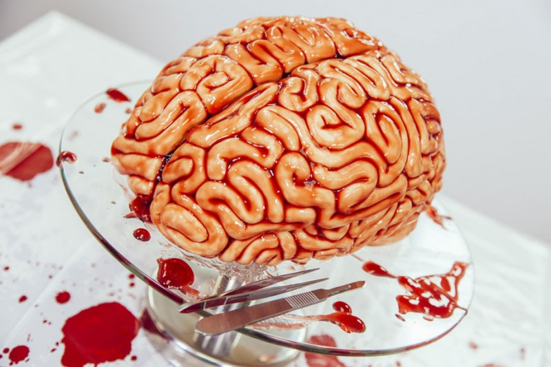 creepy-bizarre-zombies-walking-dead-human-brain-cake-design (1)
