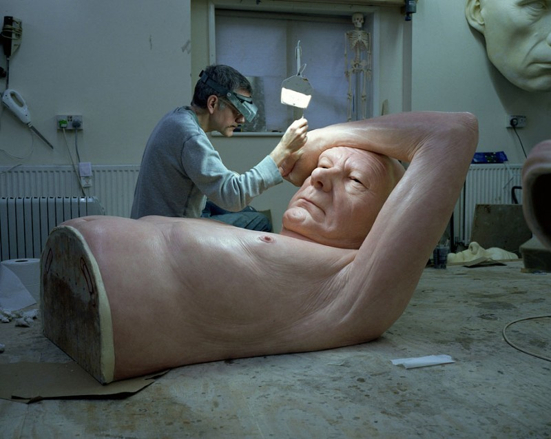 creepy-weird-hyper-photo-realistic-human-sculptures (1)