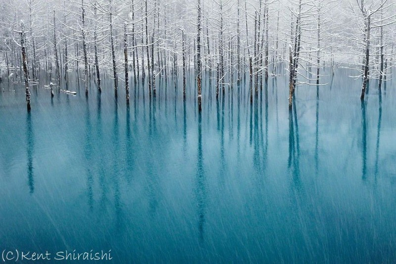 stunning-beautiful-Blue-Pond-snow-japan (1)