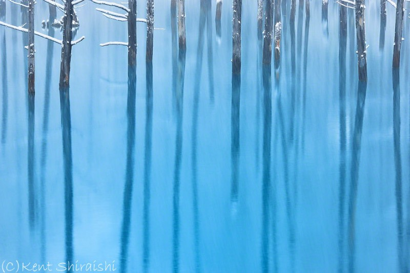 stunning-beautiful-Blue-Pond-snow-japan (10)