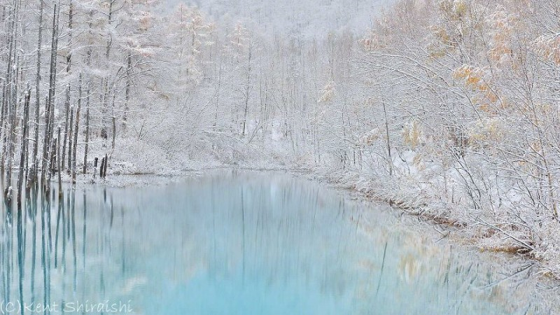 stunning-beautiful-Blue-Pond-snow-japan (13)