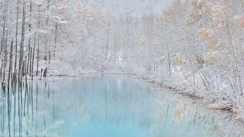 stunning-beautiful-Blue-Pond-snow-japan (13)