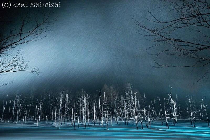 stunning-beautiful-Blue-Pond-snow-japan (7)