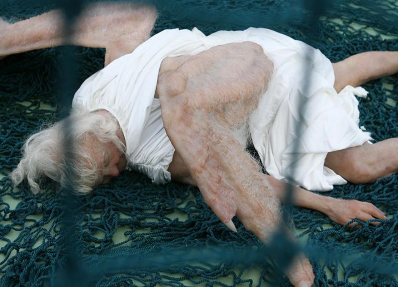 weird-bizarre-hyper-realistic-sculpture-fallen-angel (3)