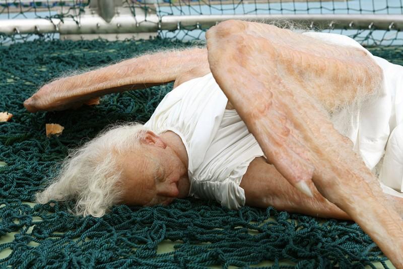 weird-bizarre-hyper-realistic-sculpture-fallen-angel (5)