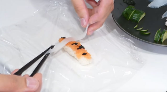 amazing-cooking-art-skill-koi-sushi-steps (2)