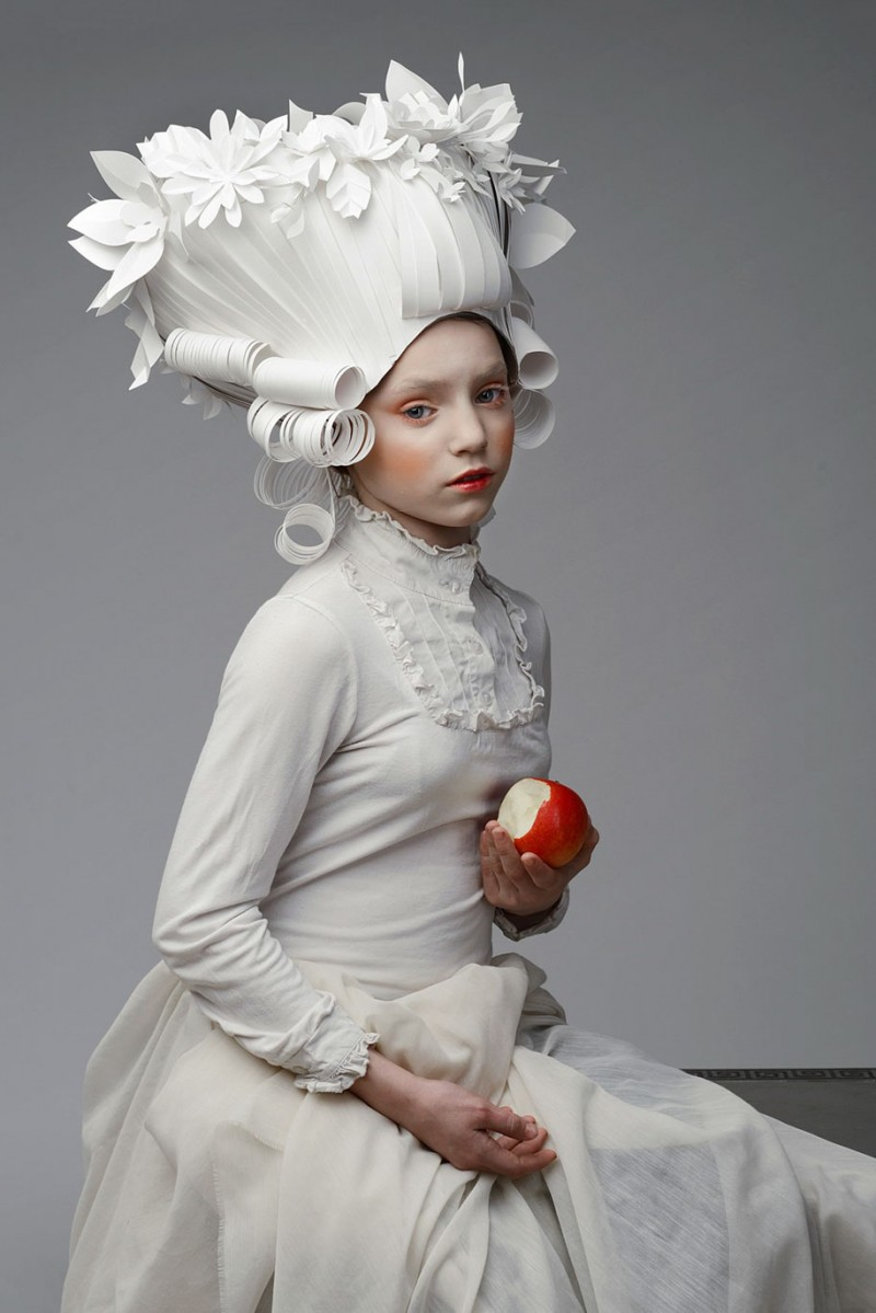 beautiful-classic-baroque-wigs-hairstyle-crafted-made-paper (1)