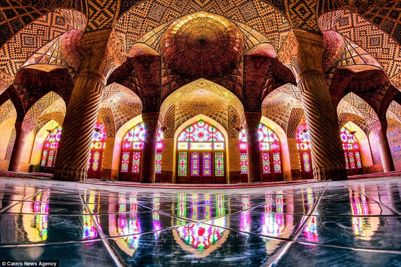 intricate-beautiful-design-inside-Iran-magnificent-temples-Interiors (10)