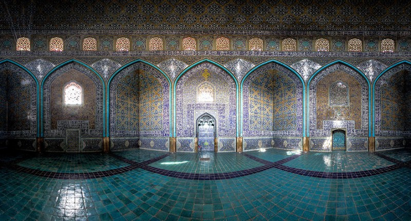 intricate-beautiful-design-inside-Iran-magnificent-temples-Interiors (17)