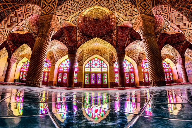 intricate-beautiful-design-inside-Iran-magnificent-temples-Interiors (20)