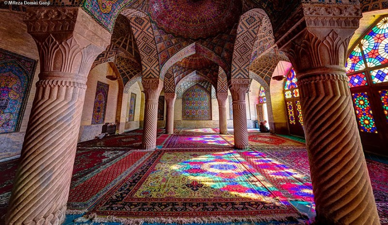 intricate-beautiful-design-inside-Iran-magnificent-temples-Interiors (21)