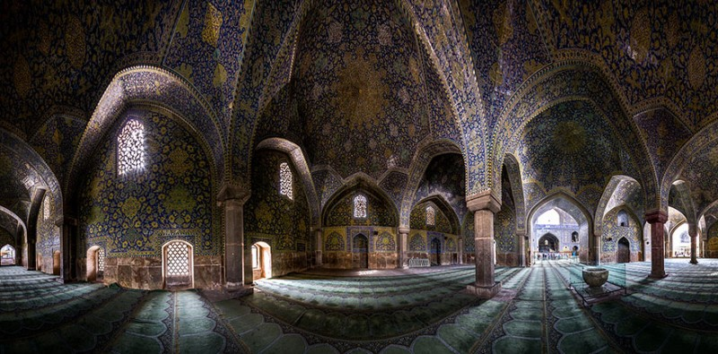 intricate-beautiful-design-inside-Iran-magnificent-temples-Interiors (22)
