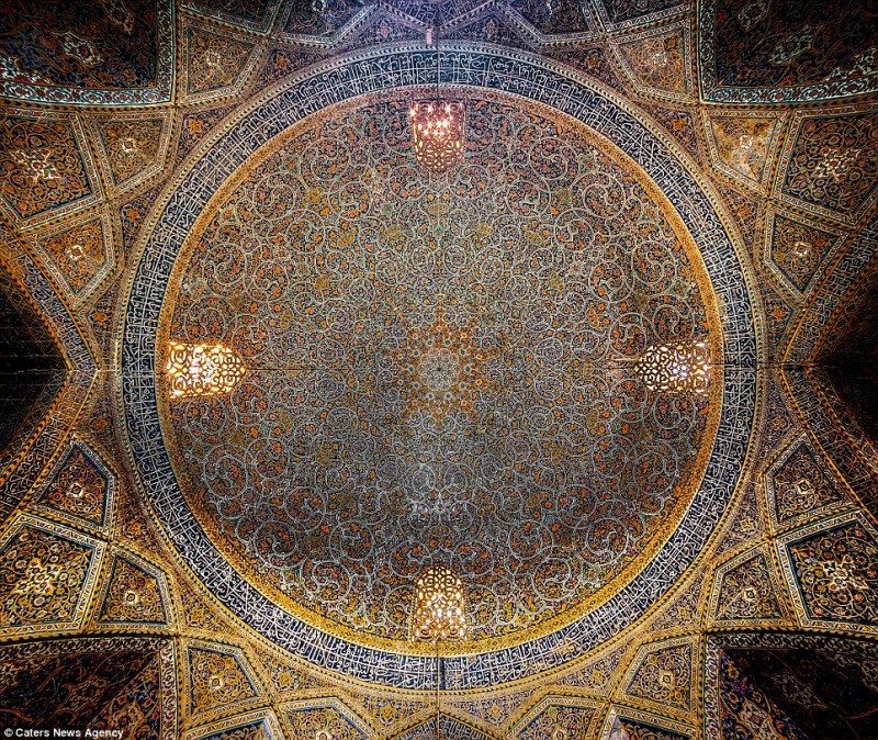 intricate-beautiful-design-inside-Iran-magnificent-temples-Interiors (4)
