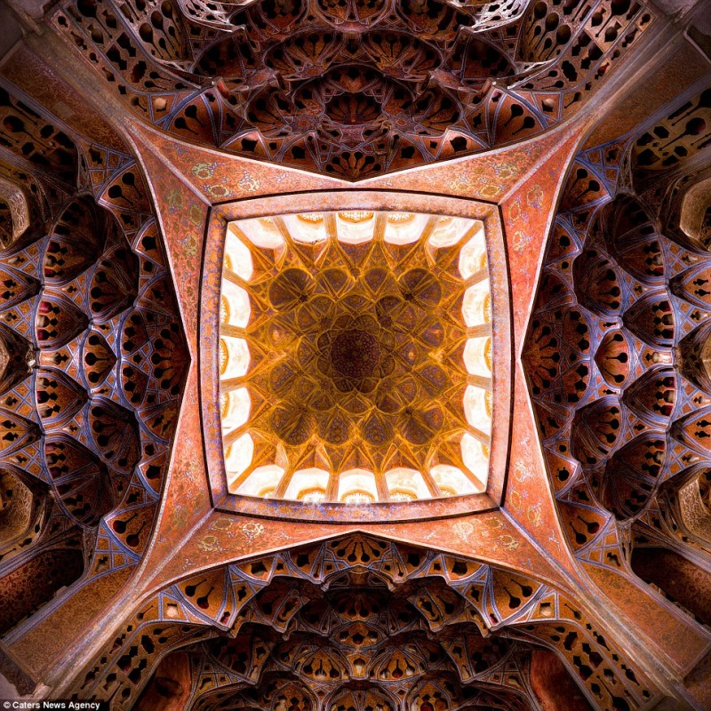 intricate-beautiful-design-inside-Iran-magnificent-temples-Interiors (6)